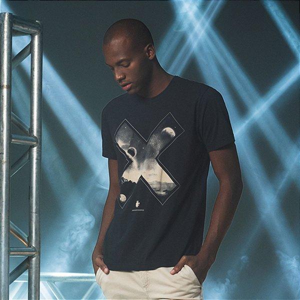 Camiseta Masculina Manga Curta com Estampa do Universo - Preto