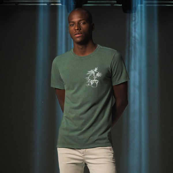Camiseta Masculina Manga Curta Planta de Cannabis e Graffiti - Verde