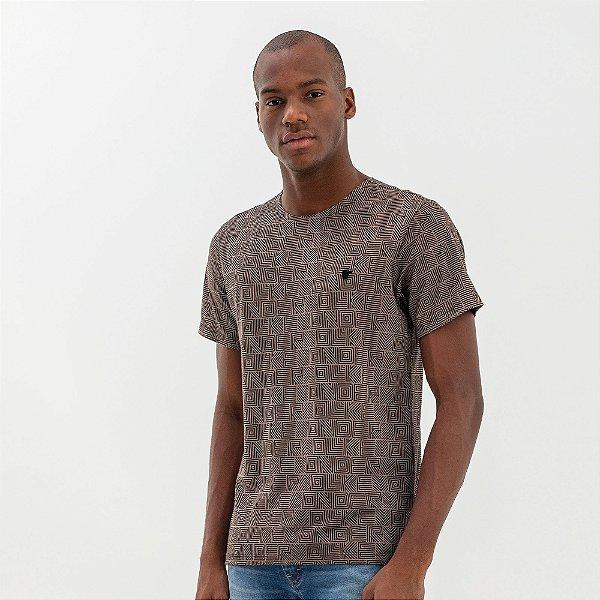 Camiseta masculina estampa de padronagem Vøn der Völke - Preto