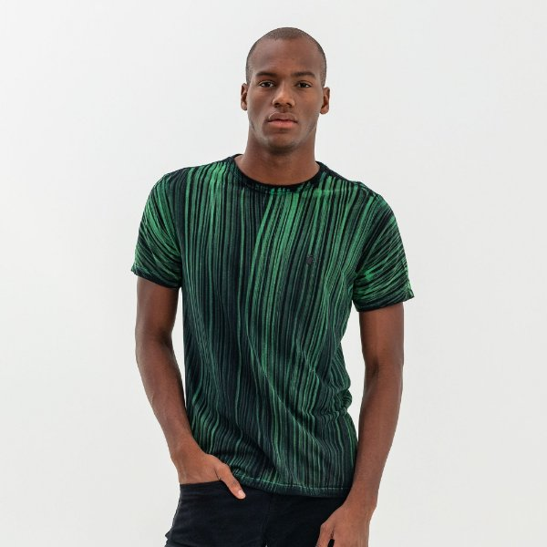 Camiseta masculina estampa de listras verticais - Verde