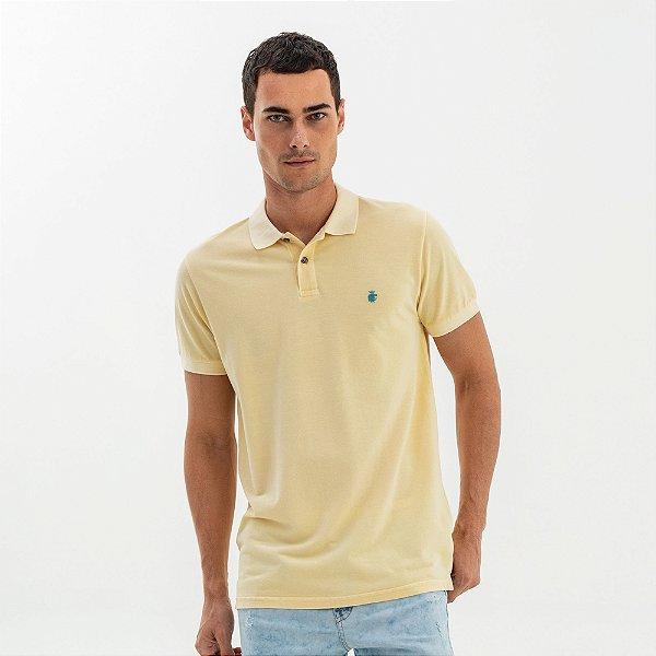 Camisa polo masculina básica estonada em piquet - Amarelo