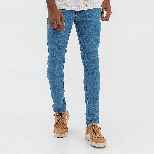 Calça jeans masculina tom claro de modelagem slim - Denim