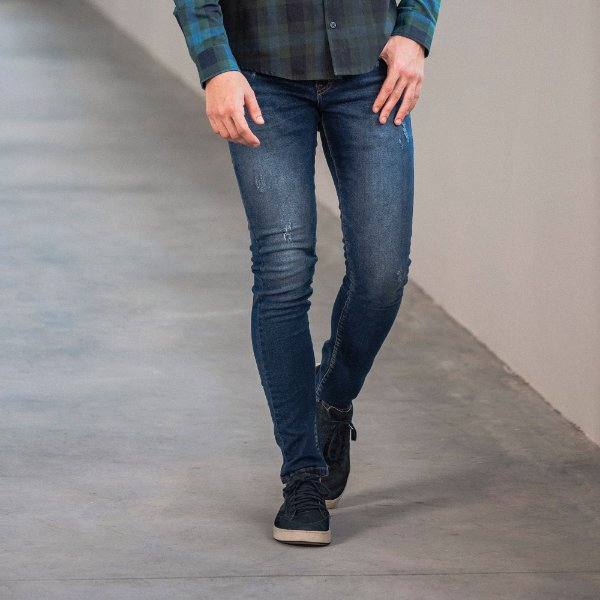Calça jeans masculina escura com estampa no bolso traseiro - Denim