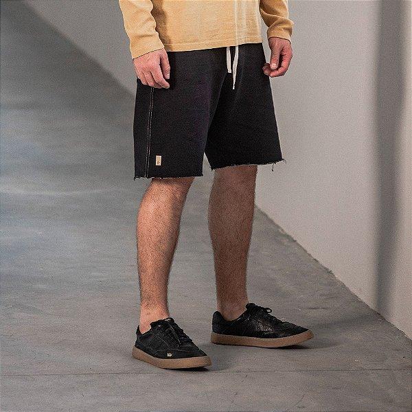 Bermuda masculina em moletom com cordão contrastante - Preto