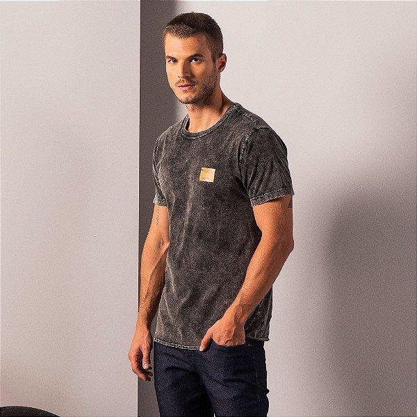 Camiseta unissex marmorizada com barra arredondada e etiqueta termocolante - Preto