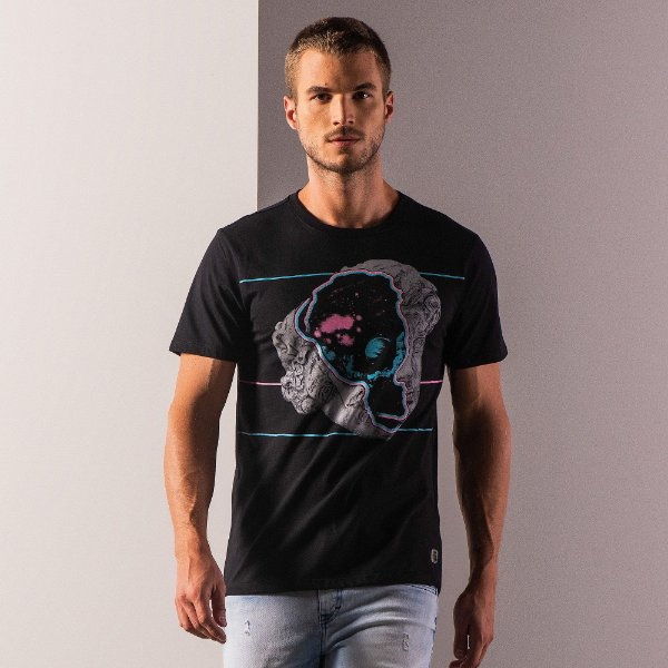 Camiseta masculina estampa estátua cosmos - Preto