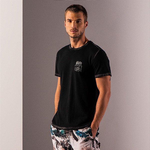 Camiseta masculina estampa lettering no peito - Preto
