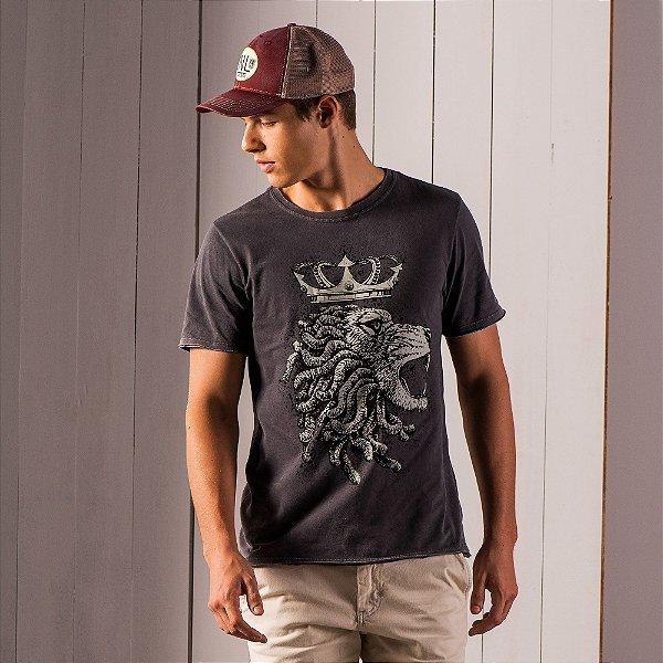 Camiseta masculina efeito marmorizado estampa desenho manual leão - Preto