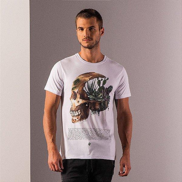 Camiseta masculina com estampa de caveira e plantas - Branco