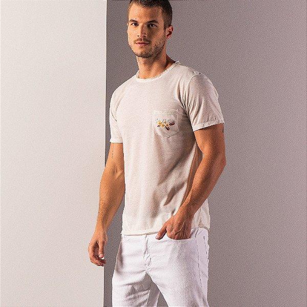 Camiseta masculina de malha linho com bolso estampa de um monge - Bege