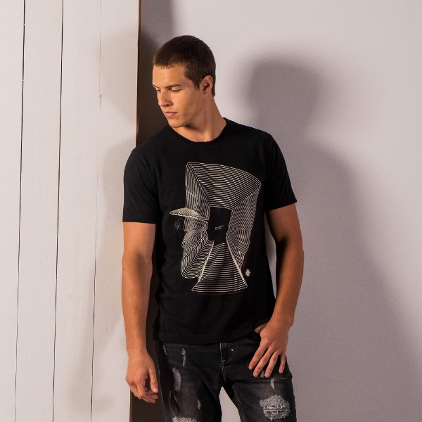 Camiseta masculina estampa contorno Mr. Völke - Preto