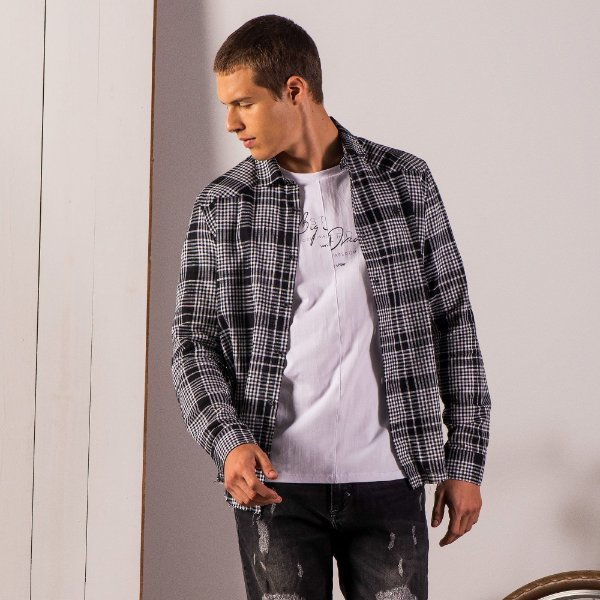 Camisa xadrez de manga longa tecido flamê estampa nas costas - Preto