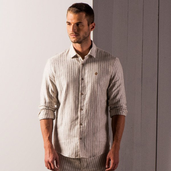 Camisa masculina listrada de manga longa em fio tinto - Bege