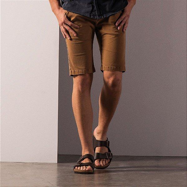 Bermuda chino masculina básica em sarja modelagem slim - Marrom