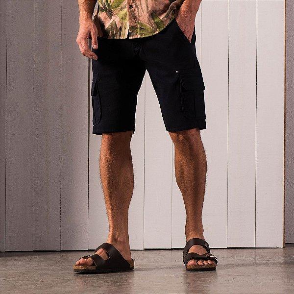 Bermuda masculina em sarja com bolso cargo - Azul
