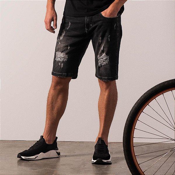 Bermuda jeans destoyed masculina estampa no bolso traseiro - Black Denim