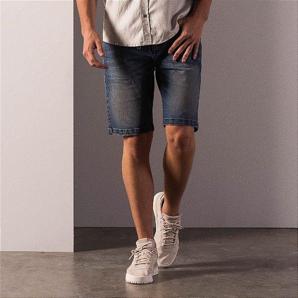 Bermuda jeans masculina modelagem reta acabamento padrão - Dark Denim