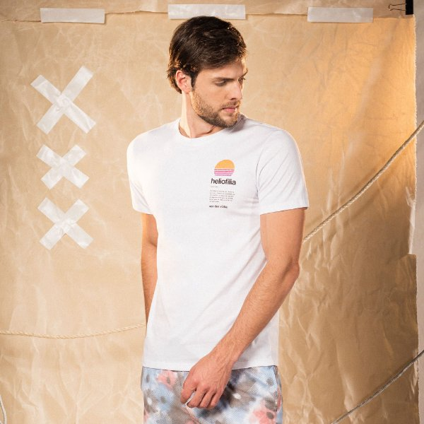 Camiseta masculina manga curta estampa do sol no peito - Branco