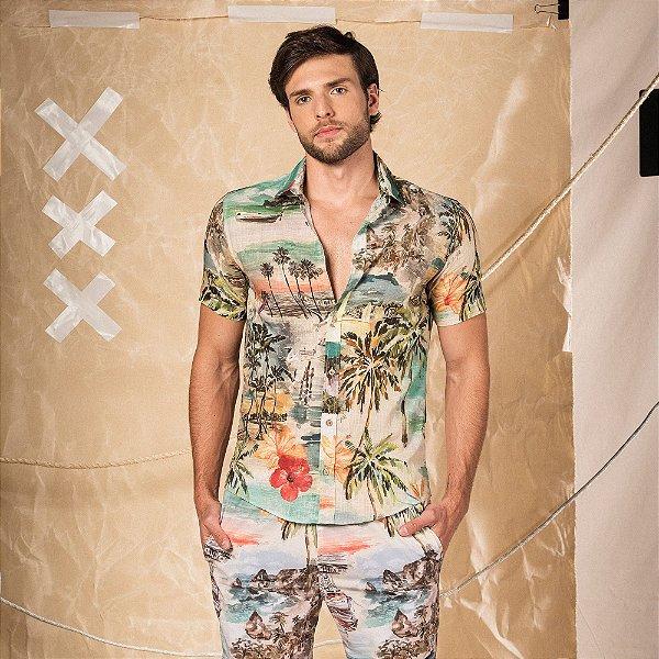 Camisa masculina manga curta estampa de paisagem e leão Vøn der Völkeno peito - Bege