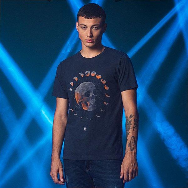 Camiseta Masculina Manga Curta Estampa de Caveira e Fases da Lua - Marinho