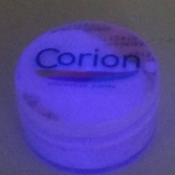 Pó Glow Corion Pote 10gr Para Misturar com RESINA, EVA, COLA, VERNIZ, TINTA... Brilha no Escuro Sem Luz Negra e também com Luz Negra. Dupla Função, 2x1!