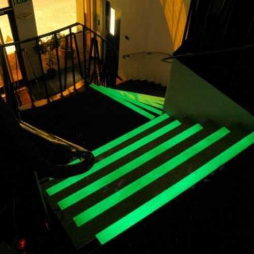 Piso- 900ml Tinta Glow Corion Fosforescente para Piso, Segurança e Placas. Brilha Sem Luz Negra