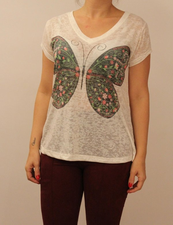 T-shirt manga curta com estampa borboleta