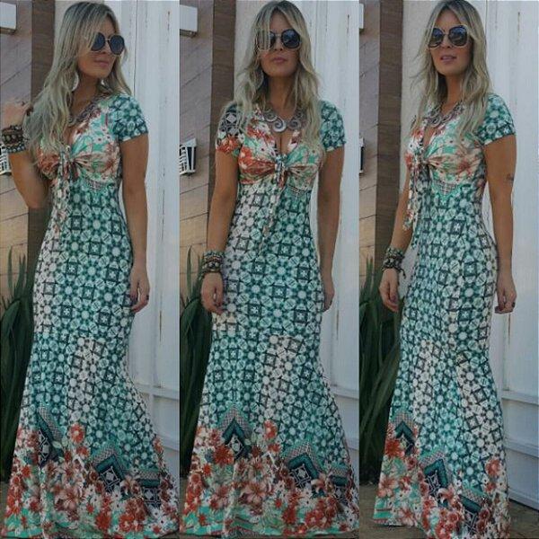 Vestido sereia com estampa em tons de verde