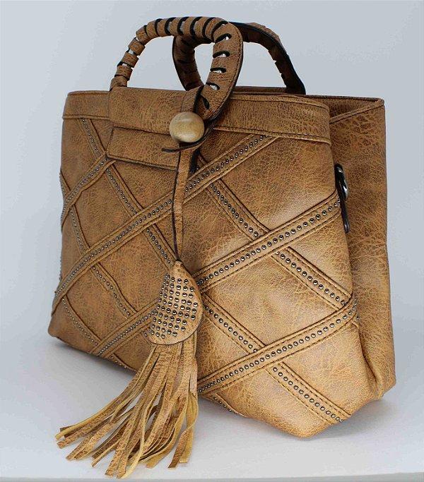 Bolsa caramelo com lindo desenho na costura