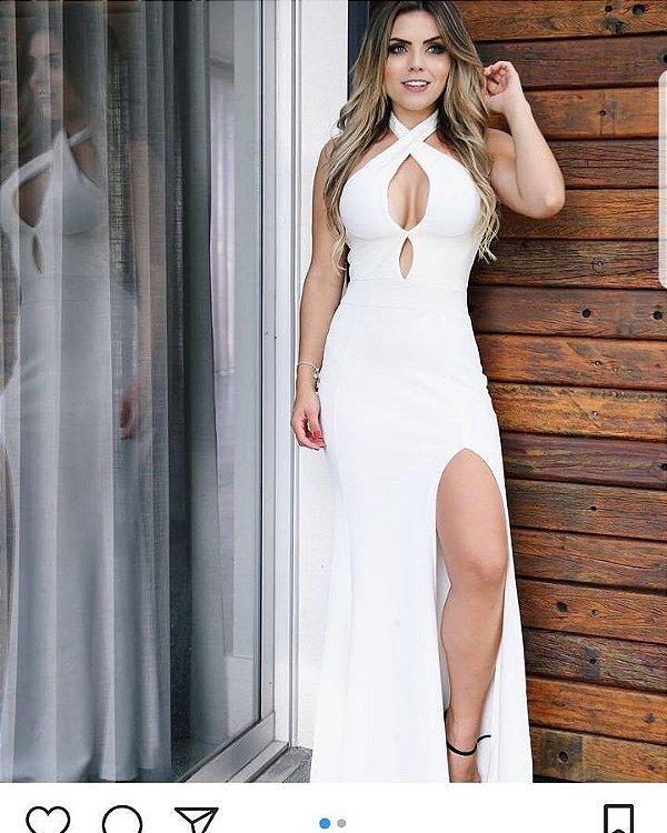 Vestido offwhite com fenda e decote em gota