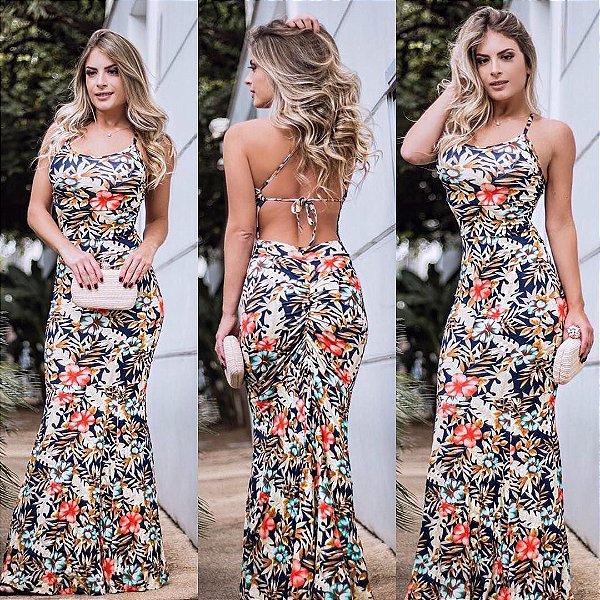 Vestido maravilhoso com decote nas cotas