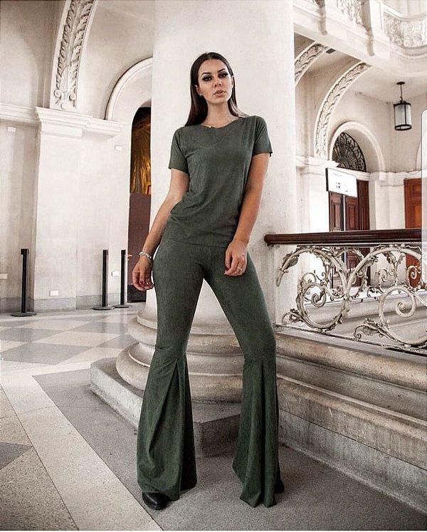 Conjunto em suede blusa e calça flare verde militar