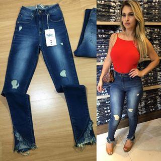 Calça jeans cigarrete lavagem azul marinho