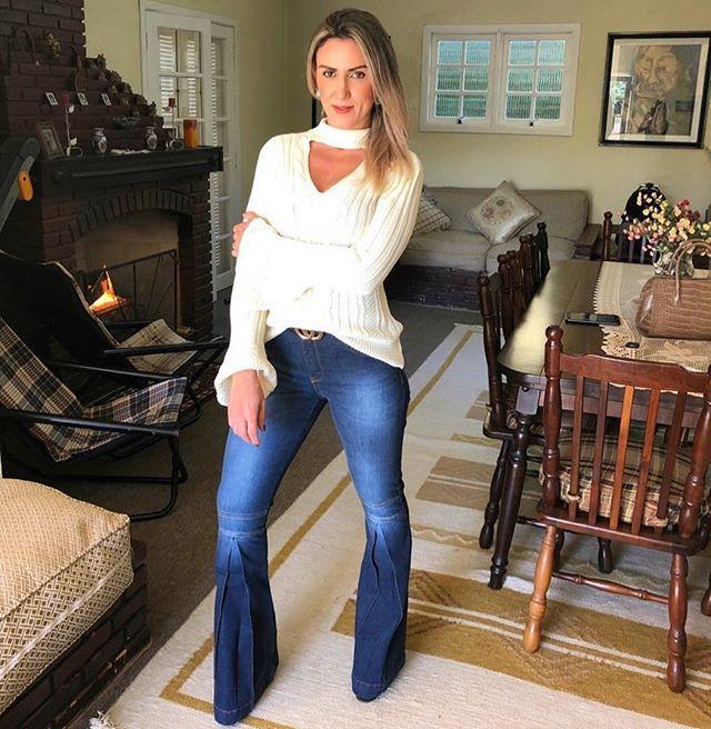 Calça jeans flare lavagem azul marinho