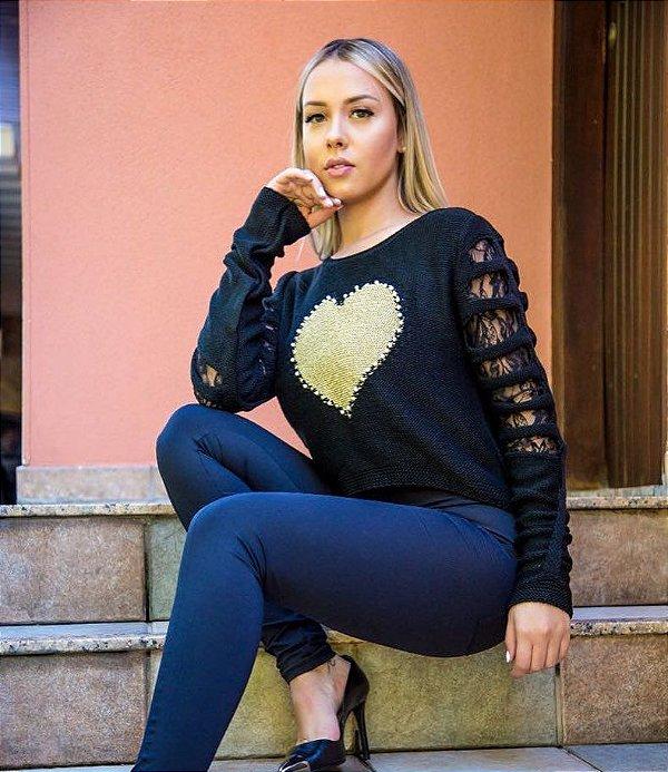 Blusa em tricot com detalhe de coração