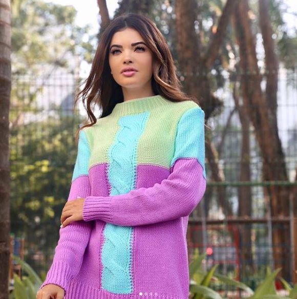 Suéter em tricot lilás e verde