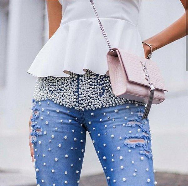 Calça jeans bordado de pérola