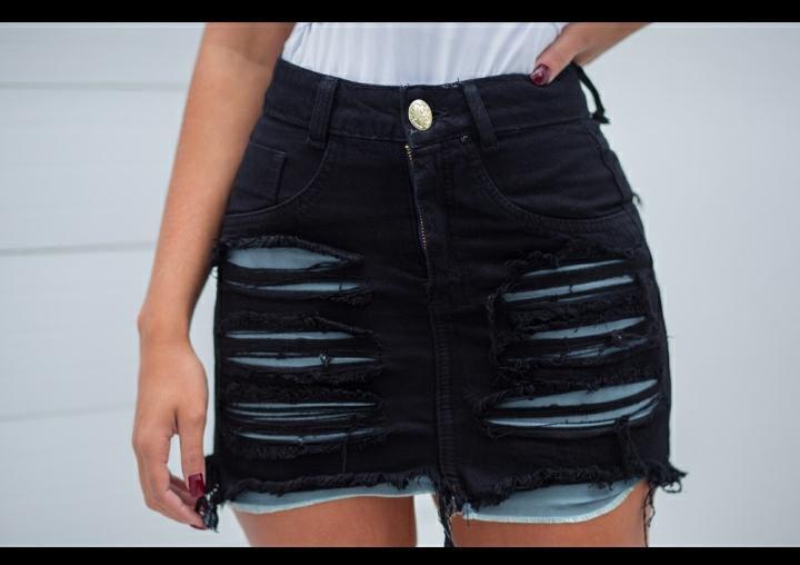 Saia jeans preta destroyed