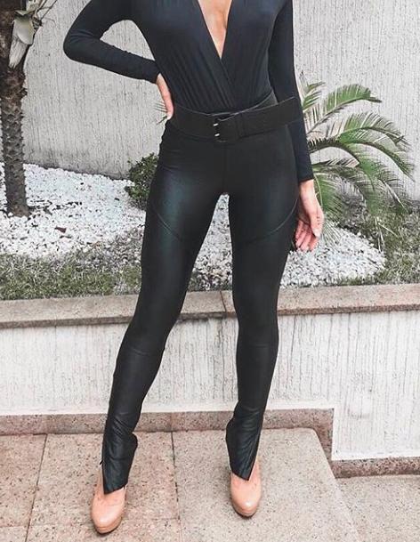 Calça skinny acetinada Marjorie