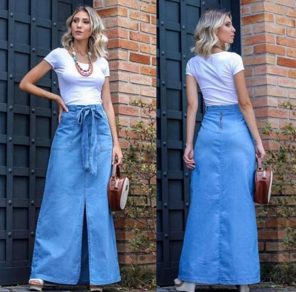 Saia jeans longa em lavagem clara com faixa na cintura