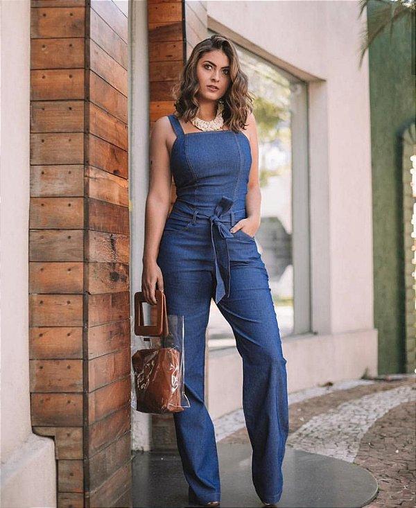 Macacão regata pantalona jeans