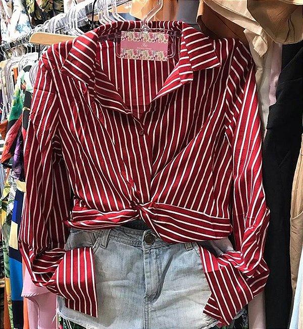 Camisa cropped com nó na barra - vermelha
