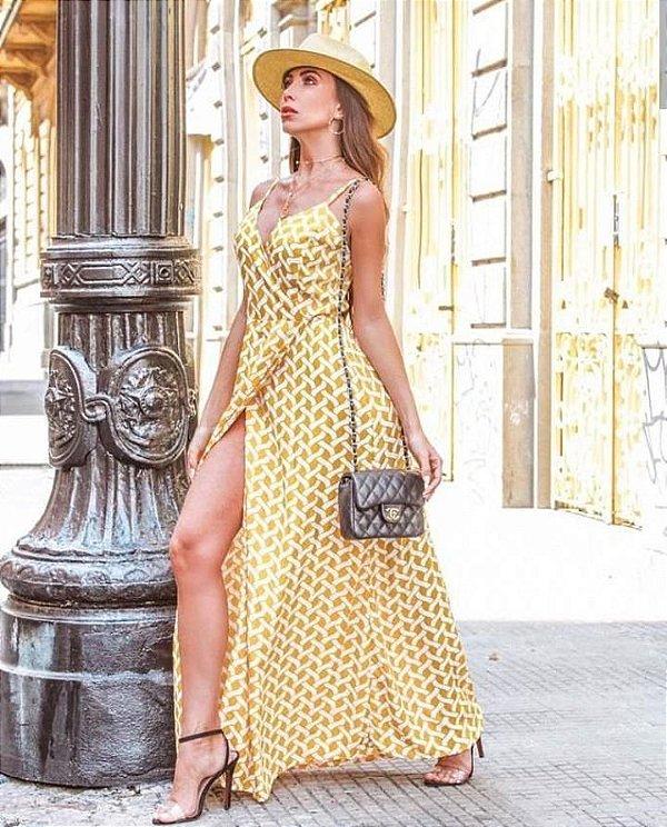 Vestido envelope longo com estampa geométrica - amarelo