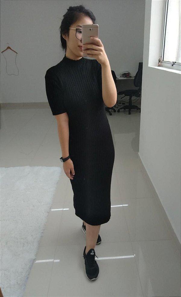 Vestido em tricot modal midi com gola alta - Preto