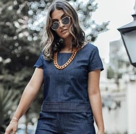 Blusa jeans com detalhe de pesponto