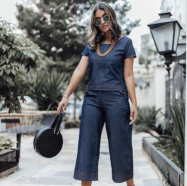Calça pantacourt jeans com detalhe de pesponto