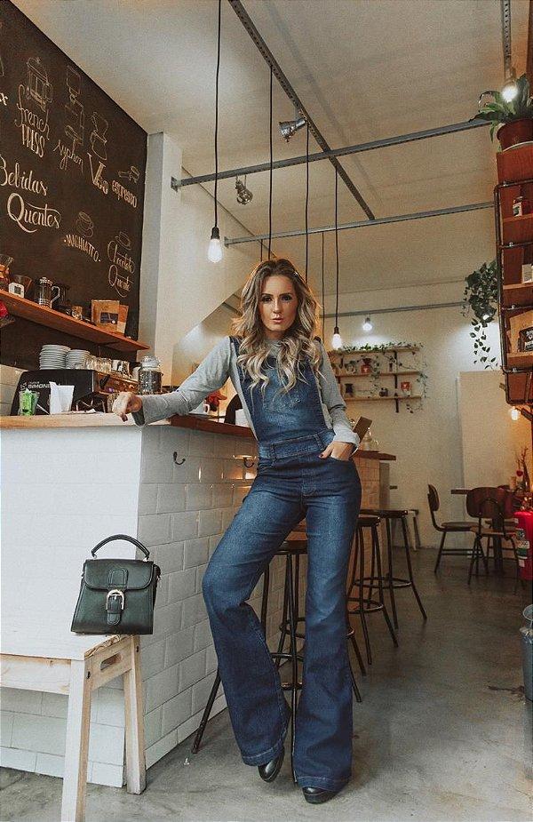 Jardineira jeans flare