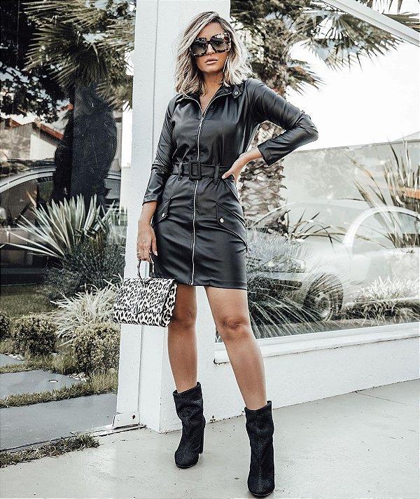 vestido em couro eco com cinto - Preto