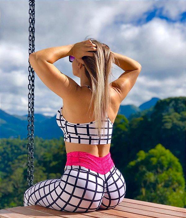 Calça legging fitness levanta bumbum com detalhe em renda  estampa listras - Novidade