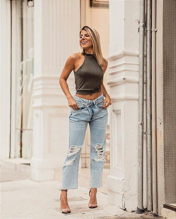Calça jeans fashion com cós transpassado